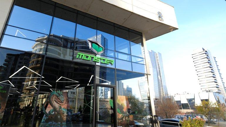 Monster mağazaları açıldı!